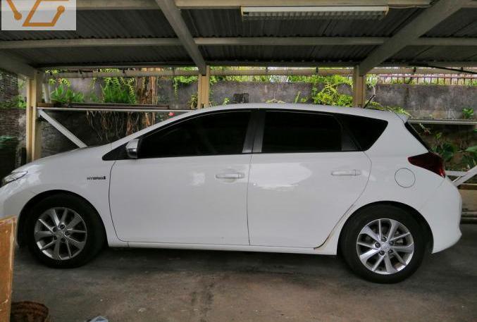 Toyota auris hybride 136h business