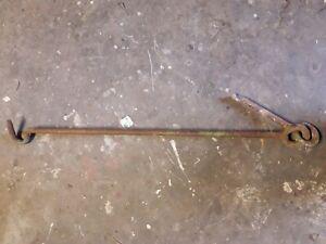 Ancien crochet de porte ou portail en fer forge
