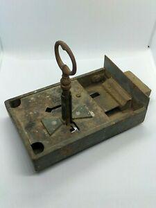 Serrure ancienne avec clé fer forgé en état de
