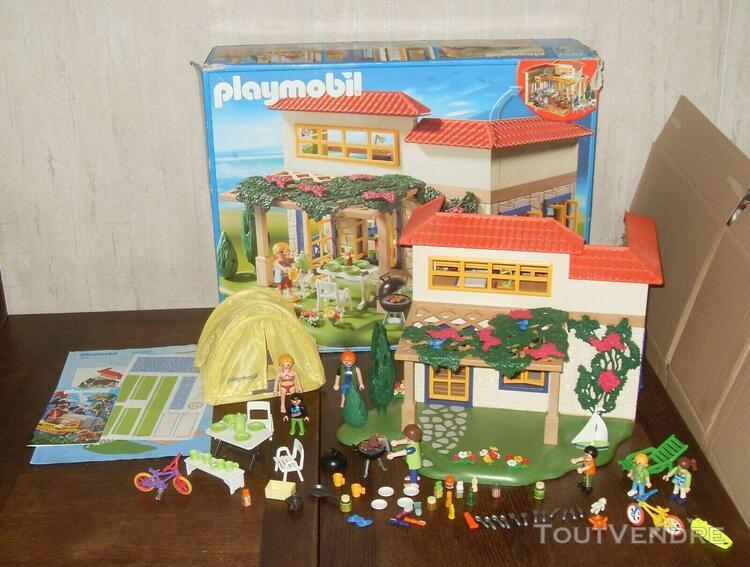 Playmobil ref: 4857 famille en maison de campagne avec boit