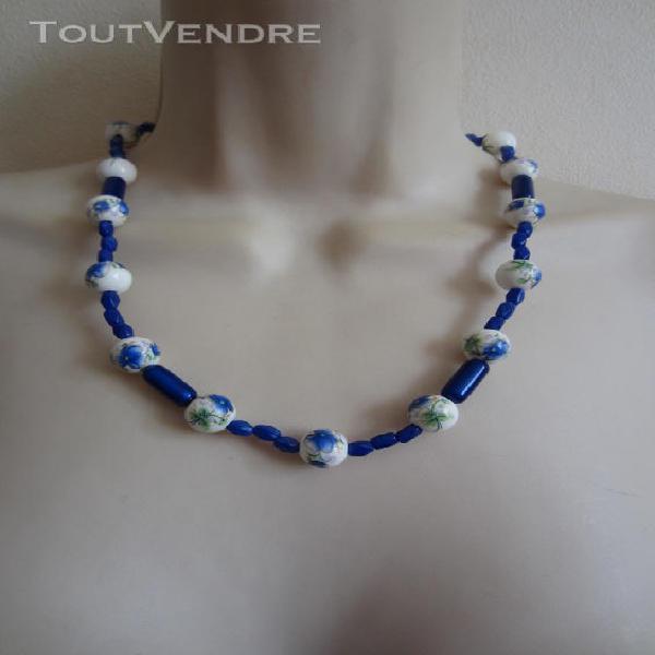 Collier bleu avec perles en céramique