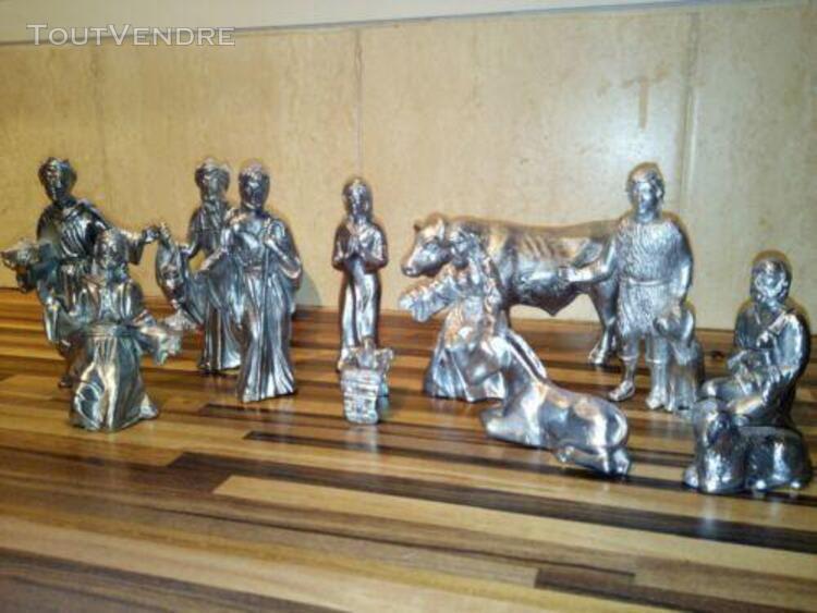Crèche santons en étain objet de décoration