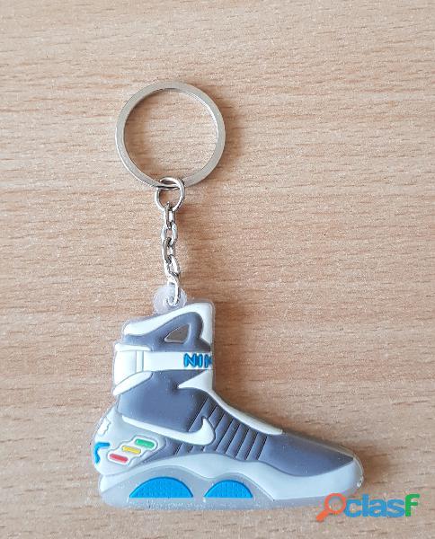 Porte clé basket sneakers nike retour vers le futur