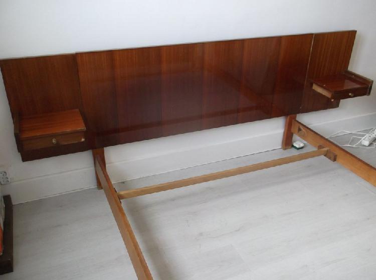 Chambre: ensemble lit et armoire couleur acajou. occasion,