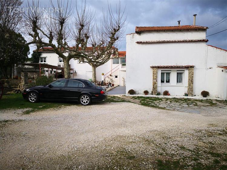 Gard. 30. nimes. propriété de 25 pièces de 500 m2 sur