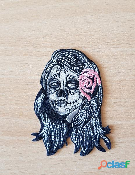 Ecusson brodé tatooed girl skull face rose 8x5 cm thermocollant, pas besoin de couture