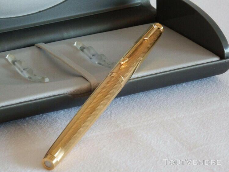 Stylo plume parker plaqué or plume or 18 k 1980.pen parker