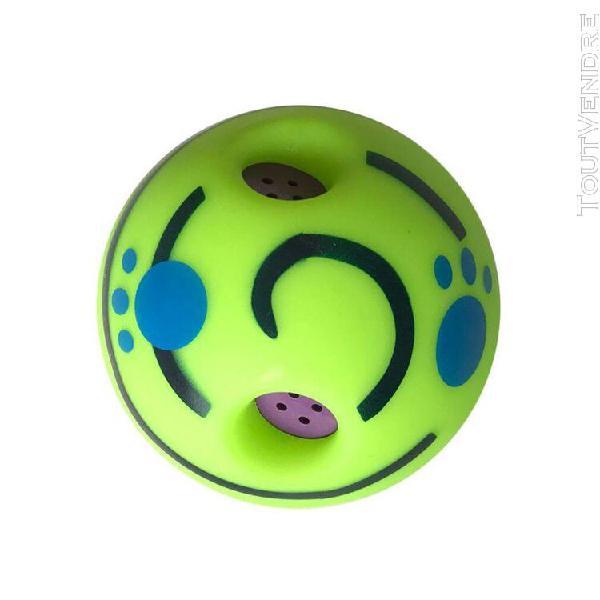 Chiens chats jouant à la balle sans risques formation balle