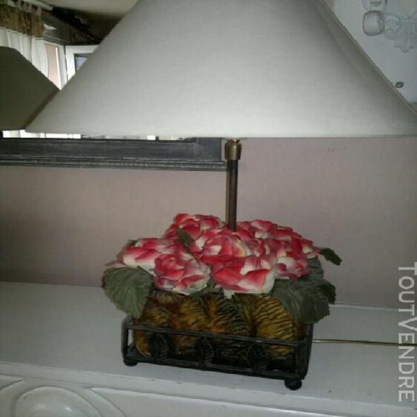 2 lampes orné des fleurs artificielle originales