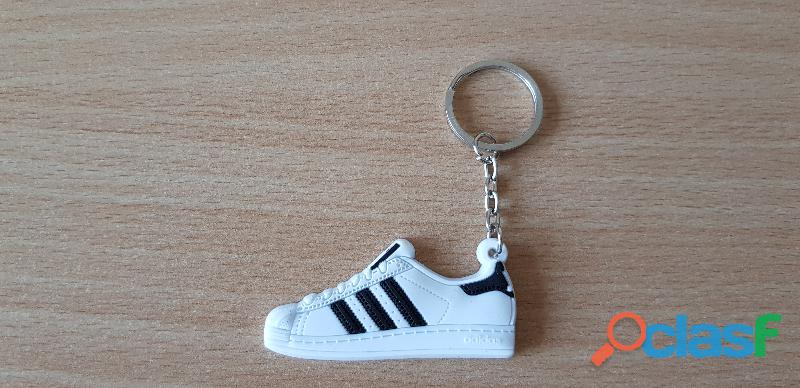 Porte clé basket sneakers adidas superstar blanc