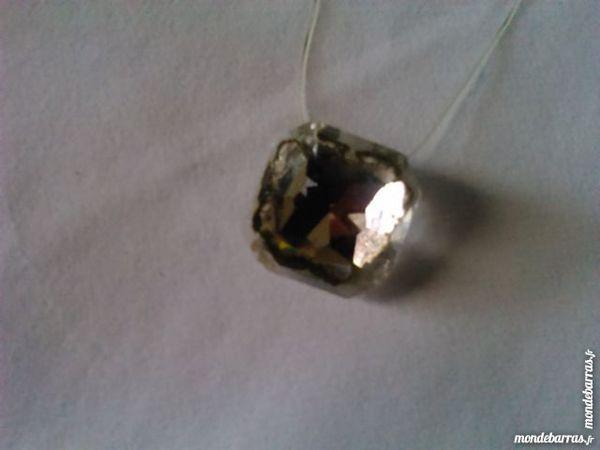 Collier pendentif cristal transparent carré occasion,