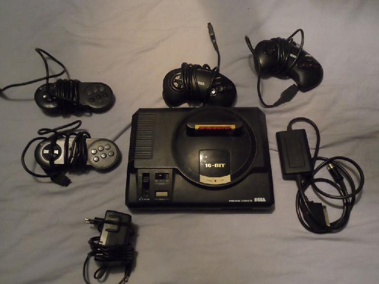 Sega méga drive avec 4 manettes occasion, malaucène