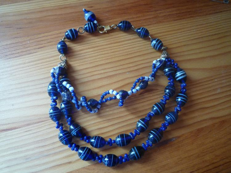Collier bleu neuf, bourges (18000)