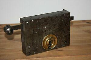 Grosse serrure ancienne à 2 clés fer et laiton