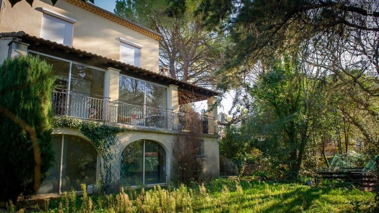 Villa au calme sur les hauteurs de villevieille. 30250.