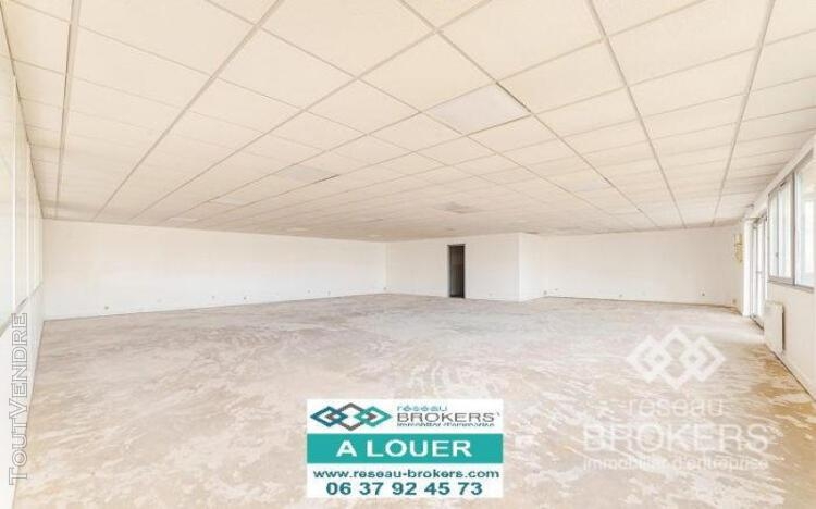 A louer local commercial mixte de 329 m2 sur emerainville