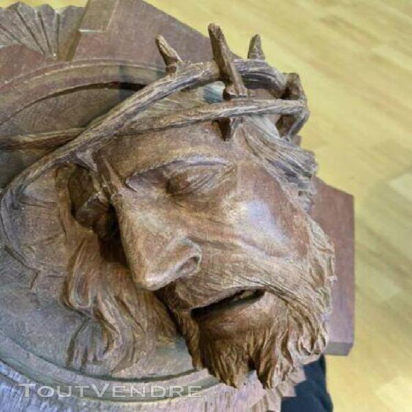 Curiosité art populaire grande sculpture du christ en bois
