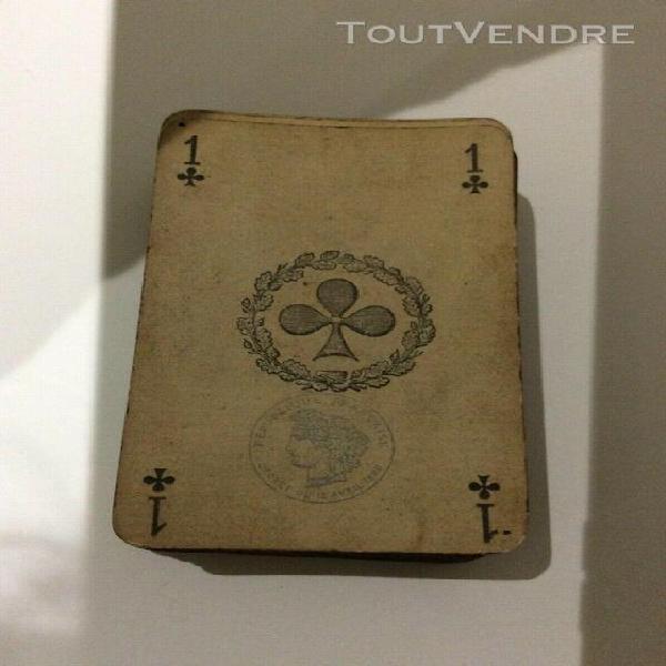 Plusieurs anciens jeux de cartes a jouer