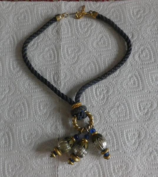 Collier bleu 3 pendentifs occasion, attainville (95570)