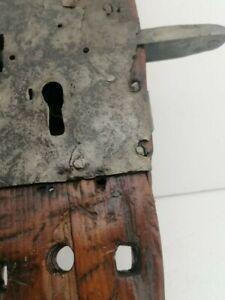 Serrure ancienne 18ème siècle en bois