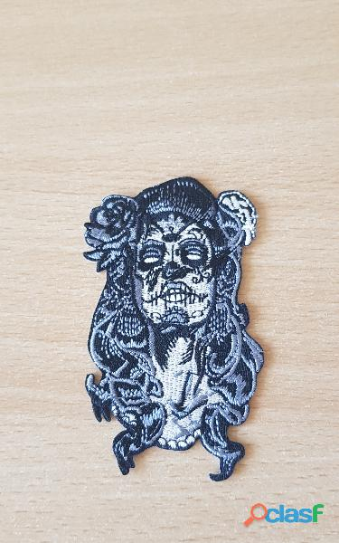 Ecusson brodé tatooed girl skull face 8x5 cm modèle n° 2