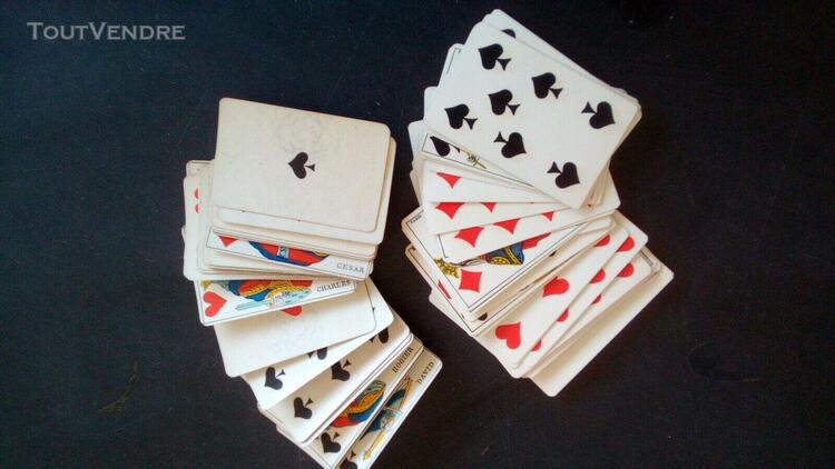 Ancienne boîte de jeux de cartes et jetons
