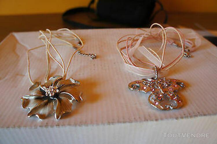 """Lot de 2 colliers """"papillon"""" et """"fleur"""""""