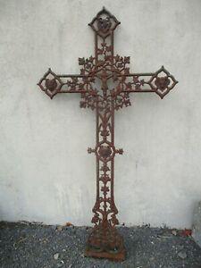 Croix en fonte ancienne reliquaire a décor d'animaux a