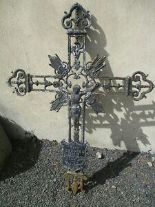 Croix en fonte ancienne reliquaire déco jardin.