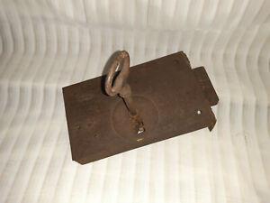 Grosse serrure ancienne avec sa clé