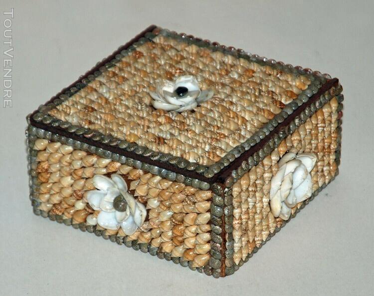 Boite vintage décorée de coquillage intérieur feutrine;