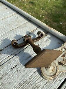Poignée de clenche ancienne en fer forgé travaillé.grosse