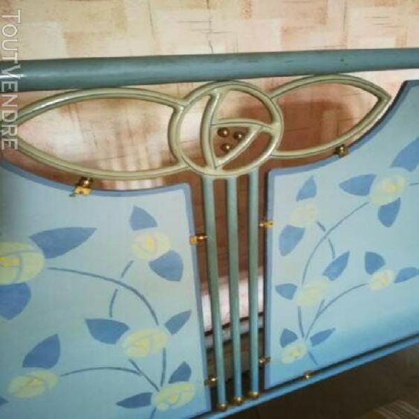 Lit ancien art nouveau laiton et bois peint fleuri + chevet