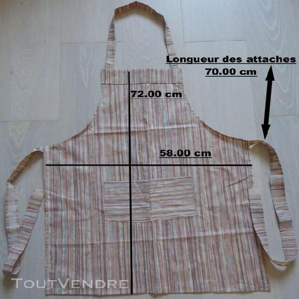 Tablier de cuisine en tissu à rayures dans les tons beige
