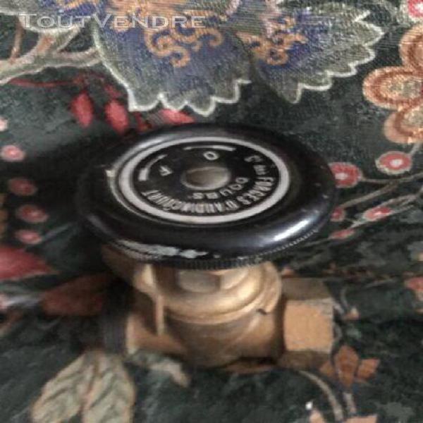 Lot 2x vannes anciennes avec robinets bakélites (vintages)