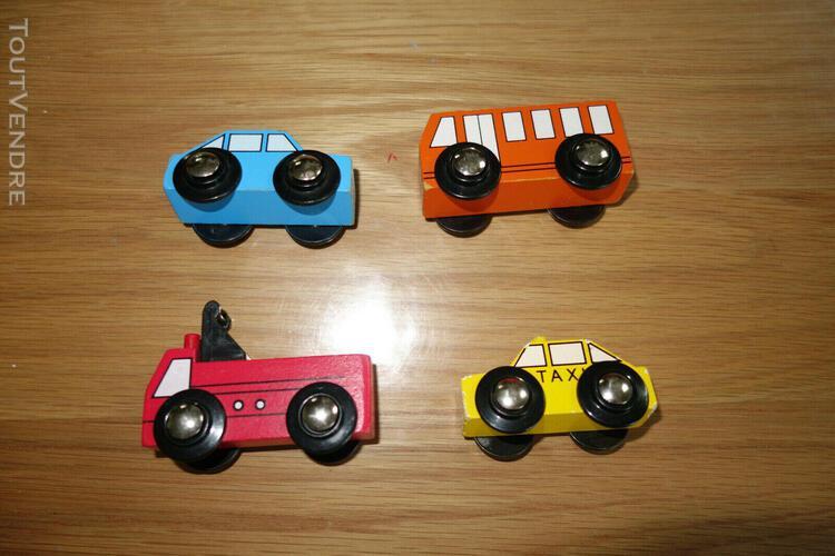 Lot de 4 véhicules bois pour jeu de construction