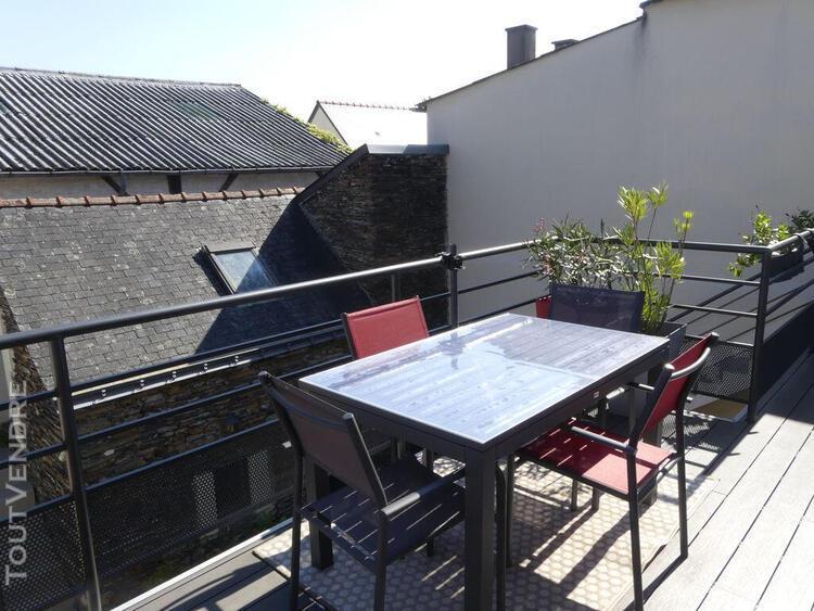 Ensemble immobilier - maison 5 chambres 220 m² + hangar+