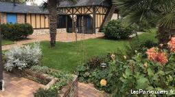 jolie petite maison dans propriété